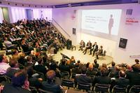 Expertenrunde auf dem Doxis4 Launch Event in Bonn, v.l.: Marc Kerremans, Gartner; Dr. Gregor Joeris, SER; Bernhard Zöller, Zöller & Partner und Moderator Markus D. Hartbauer, SER