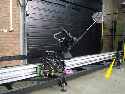 Die Schlittenkonstruktion des Badminton-Roboters Jada ist in den Endlagen mit Industriestoßdämpfern der MAGNUM-Serie von ACE gesichert  (Bildnachweise: FMTC vzw und ACE Stoßdämpfer GmbH)