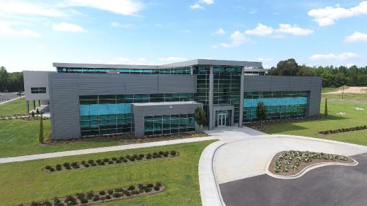 Großzügige, moderne und helle Arbeitsatmosphäre am neuen Bürkert Campus in Huntersville, NC. (Quelle: Bürkert)