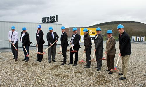 The groundbreaking ceremony for an administrative building with offices and conference rooms at LAUDA DR was held on Thursday afternoon. R. WOBSER GMBH & CO. KG in Lauda-Königshofen.  Among the attendees were President & CEO Dr. Gunther Wobser (5th from right), COO Dr. Marc Stricker (6th from right), Mayor Thomas Maertens (right), Architect Klaus Schreiner (4th from right), Herbert Bethäuser and Norbert Gross (2nd and 4th from left), Managing Director of the Faul und Bethäuser construction company, Sparkasse Regional Director Elmar Löffler (3rd from left) and LAUDA Advisor and Shareholder Dr. Gerhard Wobser (2nd from right)