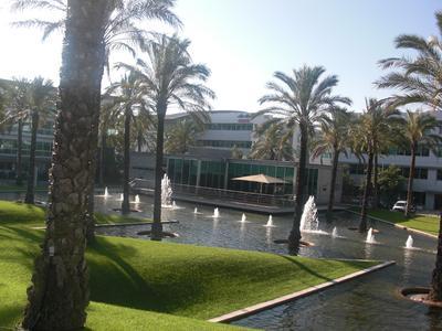 Gute Aussichten in Portugal! Was früher oder  später hoffentlich auch für die Wirtschaft gilt, beschreibt zumindest schon einmal den Blick auf das LIVINGBRANDS-Büro am Standort Lissabon