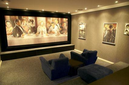 Kinofeeling pur im Heimkino: Multiformat-Großbildleinwand, Dolby Surround, 3D/HDX-Projektor