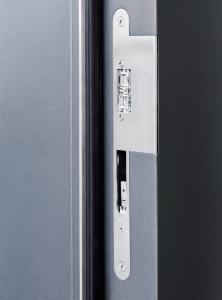 In Gebäuden mit vielen feingerahmten Türen unverzichtbar: Die kleinen elektrischen IST Systems-Türöffner sorgen für ein leichtes automatisches Öffnen / Foto: GEZE GmbH