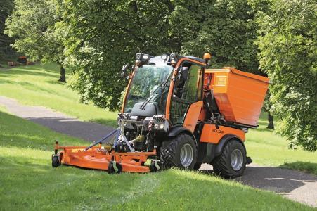 Holder C-Reihe im Einsatz bei der Grünflächenpflege (Foto: Max Holder GmbH)