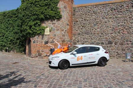 Kurz vorm abheben: Jörg Marks (Laufwerk - Digitale Werkstatt) und Nils Kathagen (Systemhaus Ruhrgebiet) beim ersten Checkpoint der acmeo Systemhaus Rallye 2013.