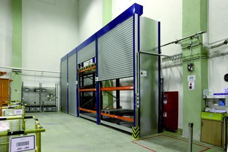 Aus der Praxis: Auch Palettenregale bis 4 Meter Höhe lassen sich mit den Vorbau-Rollläden ausstatten.