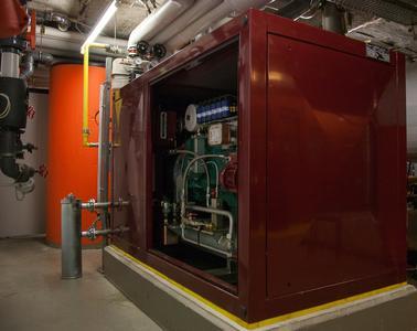 Seit dem 10. Dezember 2013 versorgt ein neues Blockheizkraftwerk (B...
