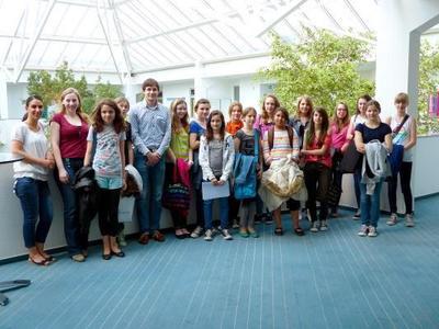 Controlware lud am 25. April 2013 zum fünften Girls' Day nach Dietzenbach. Im Rahmen des bundesweiten Aktionstages erhielten 15 Schülerinnen der fünften, sechsten und siebten Klassen einen Einblick in Berufschancen in der IT-Branche