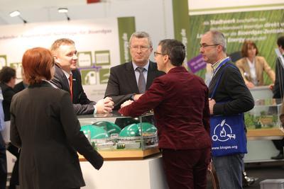 Bodo Drescher, Geschäftsführer der e2m, am gestrigen Tag am Messestand des Leipziger Energie Handelshauses.
