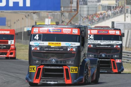 Mit zwei Doppelsiegen in vier Rennen war den schwarz-roten Premium Racing der Mannschaftstitel nicht mehr zu nehmen