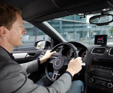 MOBILE TEAM auf einem Parrot ASTEROID Tablet - Telematik-Geschäftsanwendung direkt ins Cockpit-Infotainment integriert