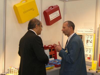 Lehr- und Experimentiersysteme im Bereich erneuerbare Energien präsentierte das Kasseler Unternehmen IKS Photovoltaik auf der weltweit größten Fachmesse für Solartechnik, der Intersolar 2008, in München.