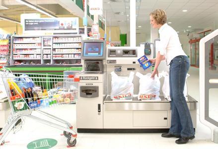 Mit der NCR FastLane können Kunden am Ende eines Einkaufs ihre Artikel selbst scannen, einpacken und bezahlen.