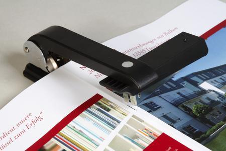 OKI A4-Broschürendruck auf A3-Bögen - und Handfinisher