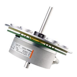 Teller-Schleifring mit Drehgeber kombinierbar. Neben einer zuverlässigen Übertragung von Strom, Signalen und Daten werden hier Positionieraufgaben übernommen.