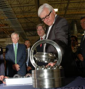 Georg F. W. Schaeffler, shareholder and Chairman of the Supervisory Board of the Schaeffler Group, and Bruce Warmbold, CEO Schaeffler Americas, showed Foreign Minister Frank-Walter Steinmeier the production facilities
