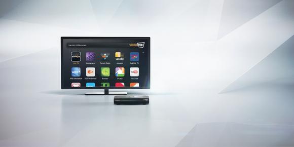 VideoWeb bringt mit der preisgünstigen SmartTV-Box VideoWeb TV eine Innovation auf den Schweizer Markt und macht aus jedem Schweizer Flachbildfernseher einen smarten Fernseher mit über 100 neuen Unterhaltungsangeboten und Funktionen inklusive Live-TV mit Zattoo
