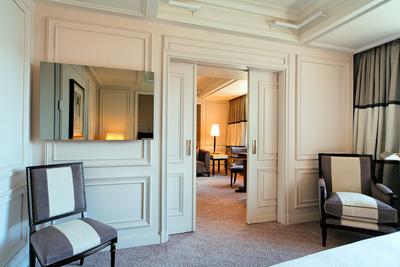 The park hyatt villa magna madrid features ad notam ad for Ecran miroir tv