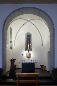Das Kreuzgewölbe im Altarraum gestalteten die Maler nach einem alten Befund mit reichhaltiger Ornamentik, die auch eine Vergoldung erhielt (Foto: Caparol Farben Lacke Bautenschutz/Cornelia Suhan)