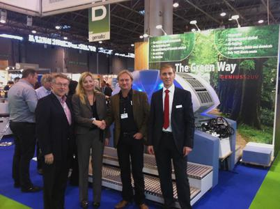 The special offering at the trade fair: new customer WM trykk AS from Oslo is proud of its new investment. (from left to right) Hermod Refsum, sales director at Skotvedt & Aanesen AS, sales manager Martina Mejzlikova from KBA-MetroPrint, WM trykk owner Eric Marthinsen and sales director Günter Meyer from KBA-MetroPrint in front of the Genius 52UV in Paris