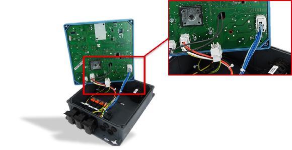 NORDAC LINK-Frequenzumrichter SK 250E-FDS offen mit SKW-Steckverbinder 2-polig, 4-polig, SKEDD-Kontakte K98104-AG / Bildquelle: Würth Elektronik ICS