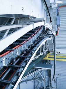 Robuste Stahlketten sind eine gute Wahl für den Einsatz in Teleskopen – sie erreichen eine lange Lebensdauer und garantieren eine maximale Betriebssicherheit bei minimalem Wartungsaufwand.