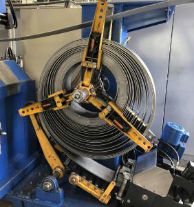 Vom Coil prozesssicher zum gratfreien Teil fertigt die Fritz Schiess AG 11 Mio. Teile für die Sitzverstellung in PKWs.