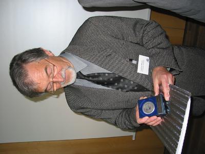 EDA-Medaille 2002 an Professor Mucha