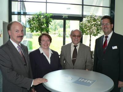 Stv. IHK-Hauptgeschäftsführer Dr. Helmut Kessler, KfW-Referentin Gitta Meier, HWK-Geschäftsführer Toni Gmyrek, IHK-Berater Wirtschaftsförderung Thomas Leykauf (von links nach rechts)