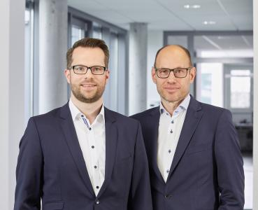 Daniel Seiler (Managing Director of IDS) and Jürgen Hartmann (Founder, Owner, and Managing Director of IDS) (© IDS Imaging Development Systems GmbH)