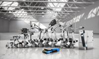 Comau Robotics bietet Roboter, Schweißzangen, Laserquellen und FTS