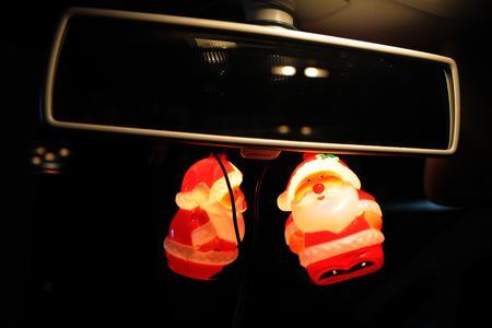 Leuchtschmuck im Auto? Ist verboten!