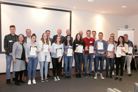 Ein starkes Team:  Mit ihrer Produktidee einer witterungsbeständigen Brille schafften es die Auszubildenden von Rolf Benz in Nagold auf den ersten Platz des Junior Manager Contest Nordschwarzwald