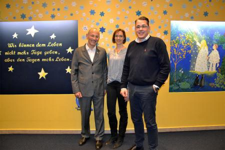 Peer Gent, Geschäftsführender Vorstand der Stiftung Kinder-Hospiz Sternenbrücke (l.) gemeinsam mit Stefanie Marx und Betriebsleiter Uwe Moll von winkler