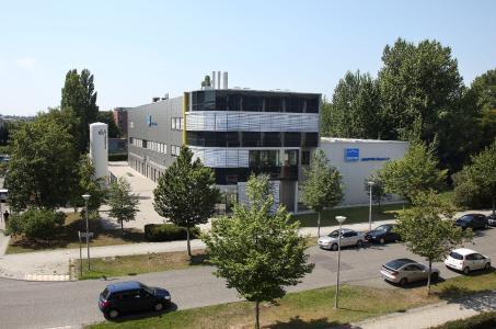 Gebäude der JENOPTIK Diode Lab in Berlin, Deutschland, Sparte Healthcare & Industry HCI, Diodenlaser-Fertigung, Gebäude im Wissenschafts- und Technologiepark Berlin-Adlershof / © Copyright: JENOPTIK AG