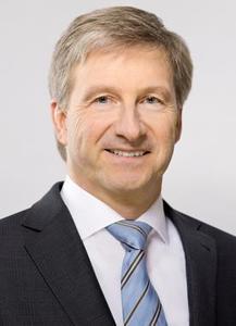 """Prof. Dr.-Ing. Axel Stepken, Vorsitzender des Vorstandes der TÜV SÜD AG, ist stolz auf die Geschichte des Unternehmens. """"Erst Sicherheit lässt aus Innovationen Fortschritt werden"""", erläutert er"""