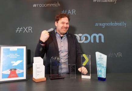 Hans Elstner, CEO der rooom AG, blickt mit seinem Team auf ein erfolgreiches Jahr 2020 mit 9 gewonnenen Awards zurück.