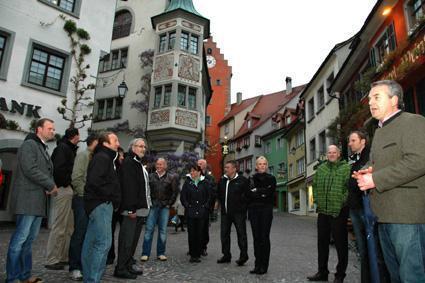 """Beim Altstadtrundgang durch Meersburg erfuhren die Teilnehmer unter anderem mehr über das älteste Gasthaus der Stadt: """"Zum Bären"""""""