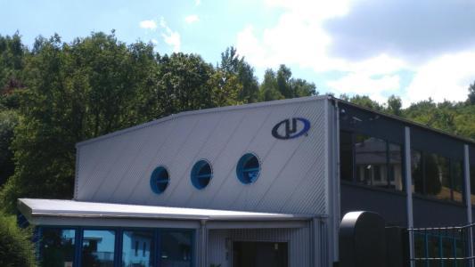 Ein kleiner Einblick in die neueste Niederlassung von Microdrones in Siegen, Deutschland. Mit 2080 qm2 erweitert das Unternehmen nicht nur seine Einrichtungen, sondern vor allem auch seine Belegschaft