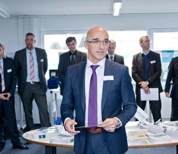 Willkommensansprache durch Geschäftführer Ulrich W. Kreher. (c) Elektror airsystems gmbh