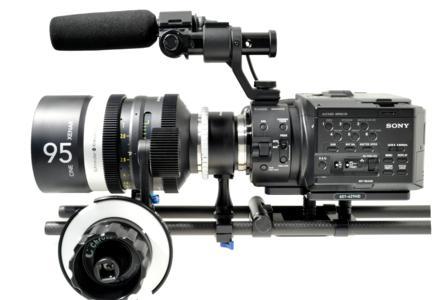 Der Chrosziel PL NEX Adapter stabilisiert Kamera und Objektiv