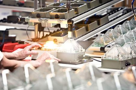 Blitzleuchtenproduktion bei Pfannenberg in Hamburg