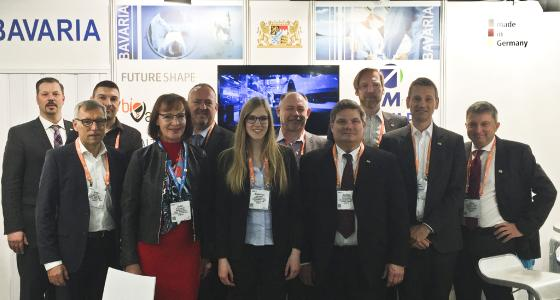 BioPark Geschäftsführer Dr. Thomas Diefenthal (2.v.r.) und Healthcare Regensburg Projektmanager Dr. Ilja Hagen (3.v.r.) auf der HIMSS 18 Konferenz und Messe, die vom 5. bis 9. März in Las Vegas im Bundesstaat Nevada, USA stattfand. Ebenfalls dabei Helen Rießbeck (6.v.l.) und Markus Krisch (3.v.l) von der BioRegio Firma BioVariance aus Waldsassen.
