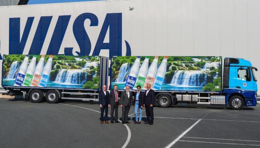 Neue Geschäftspartner (v.l.n.r.): Dr. Michael Reinhardt (Geschäftsführer Vilsa), Simeon Breuer (Geschäftsführer L.I.T. Spedition), Fokke Fels (Vorstand L.I.T.), Amai und Henning Rodekohr (Vilsa) / Foto: L.I.T.