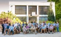 In Eching zu Hause, in Europa beheimatet: Die Belegschaft von Infraserv Vakuumservice freut sich auf die neuen Team-Mitglieder aus Duisburg.