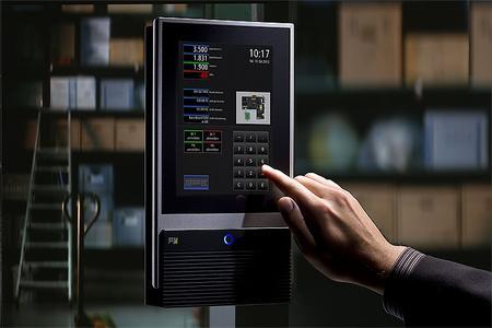 Betriebliche Daten wie Lagerdaten, Produktionsdaten, Auftragsdaten oder Arbeitszeiten erfasst das INTUS 5600-Terminal