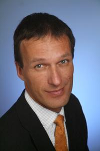 Dr. Dominik Ressing