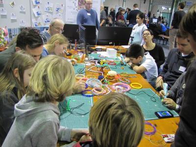 Der 3D-Stift kam auf der Make Munich bei den Kindern besonders gut an / © Hochschule Aalen/Pia Heusel