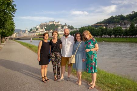 Image caption: Monika Zwijacz (left) and her practice team in Salzburg's old town, © W&H