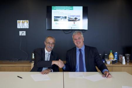 The agreement was signed by Dr. Eckart Bierdümpel, Fraunhofer (left) and UNSW's Dean of Engineering, Professor Mark Hoffman (right), at UNSW Sydney